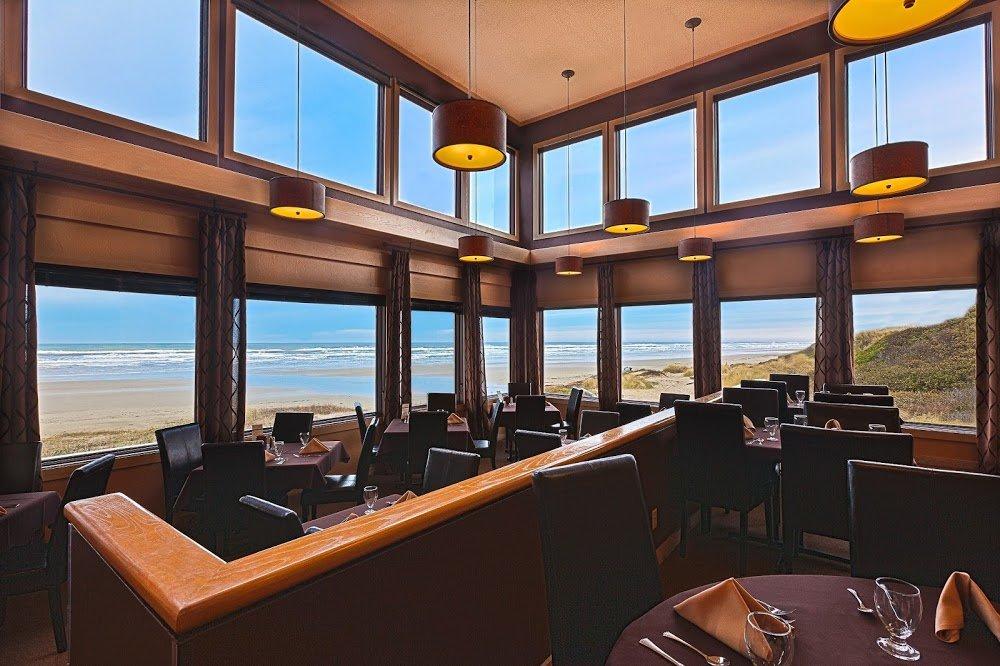 Surfside Restaurant at Driftwood Shores
