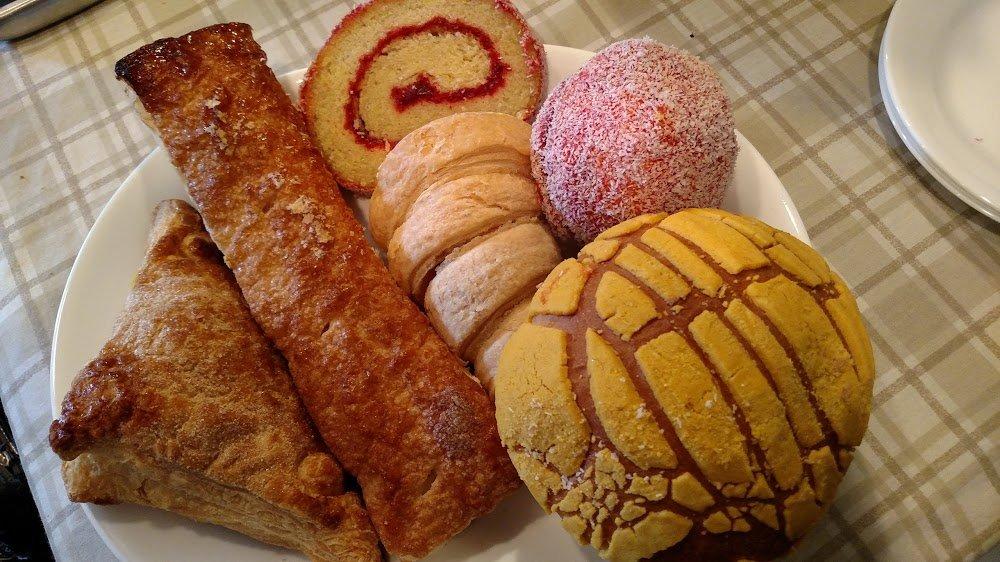 Tienda y Panaderia Santiago